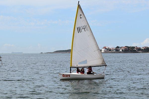 Seniores do grupo velejando no Ceará