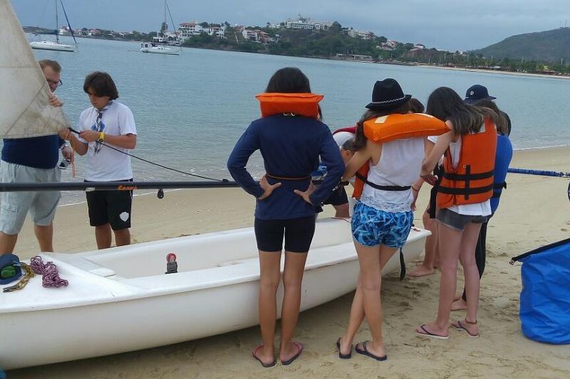 Seniores e Guias recebem instruções sobre preparação do veleiro Ceará para velejar 3