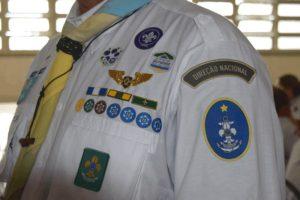"""O cobiçado distintivo """"Chefe Escoteiro do Mar"""" usado pelo Chefe Marcelo Texeira em seu traje"""