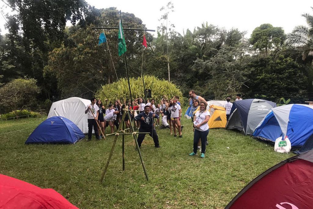 Lobiho visitam campo dos escoteiros