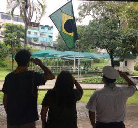 saudação à bandeira nacional em destaque